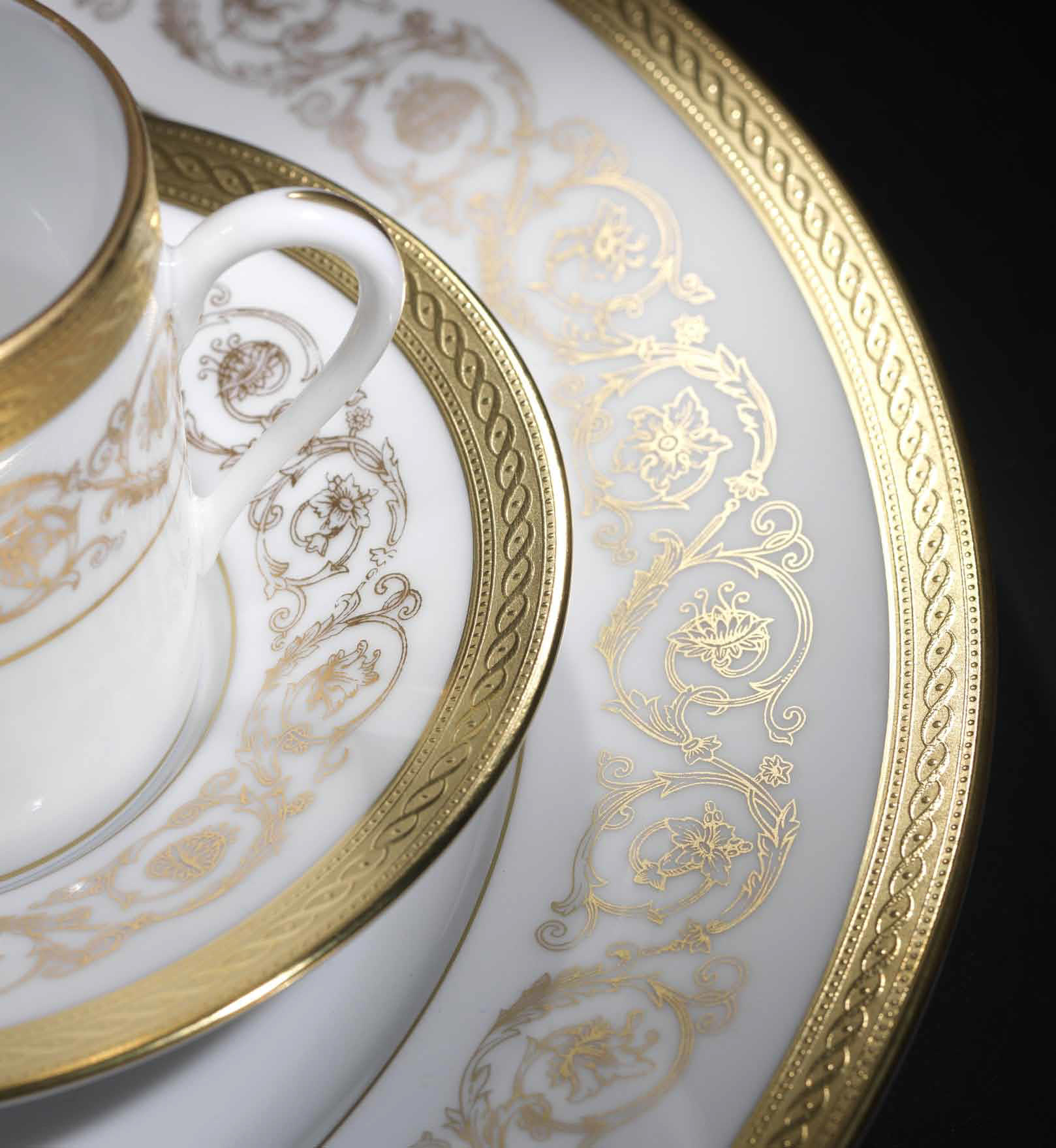 Fine gold and platinum dinnerware Ambassade by J. Seignolles : white and gold dinnerware - pezcame.com